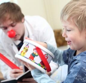"""""""Доктор Клоун"""": Поддержите тех, кто дарит утешение и радость детям в больнице"""
