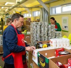 Продовольственный банк: помогите оказывать продовольственную помощь людям, живущим в бедности